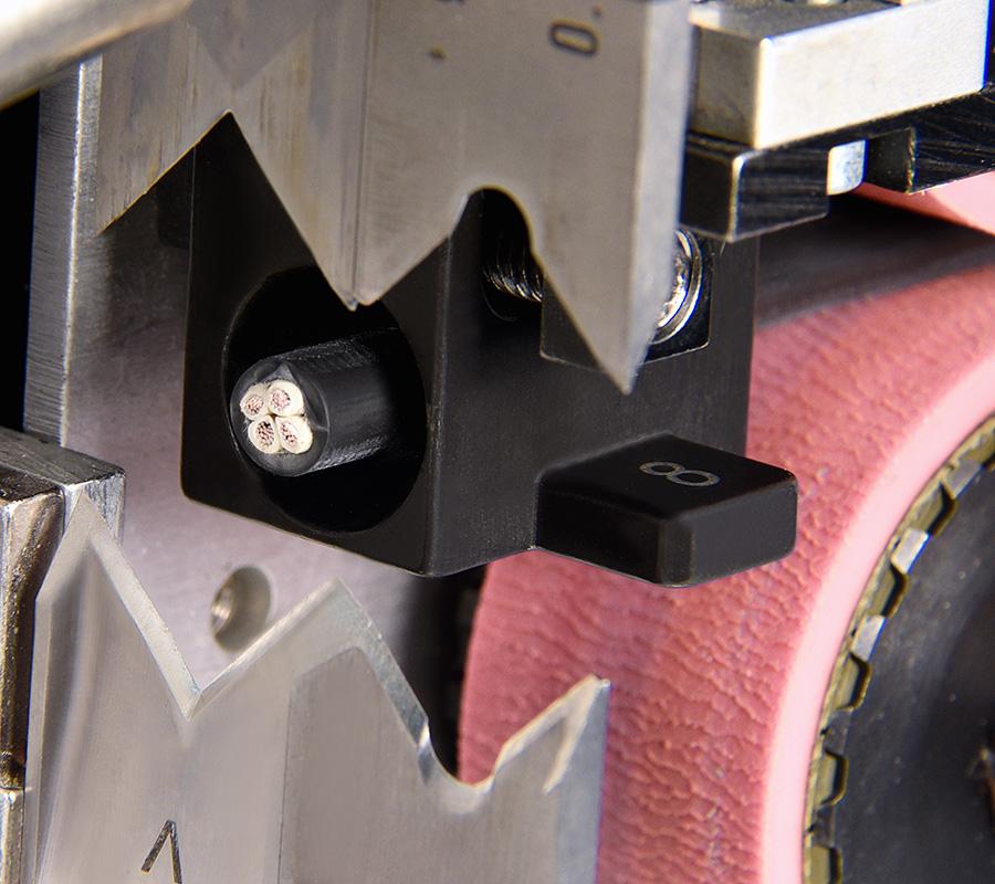 Ablaengenautomat von Schleuniger Messer und Kabel